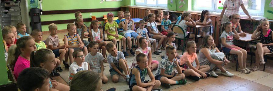 """""""Tacy Sami"""" dla grupy 40 dzieci biorących udział w półkolonii."""